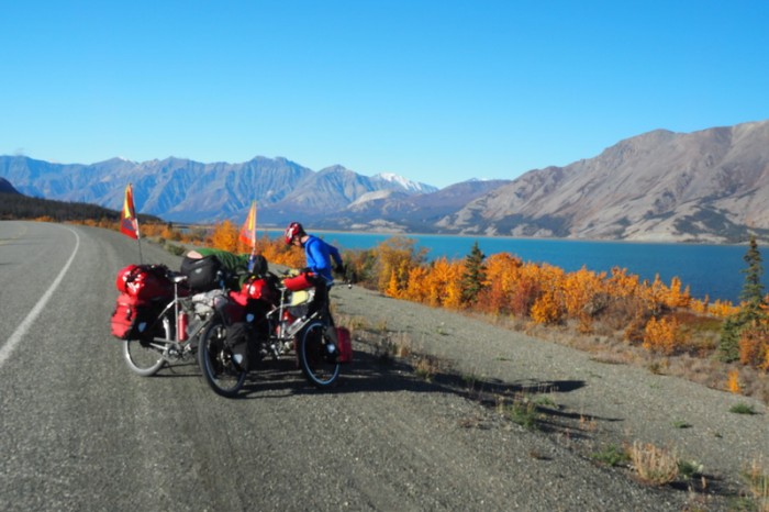 Canada 103 - Quick pit stop at Kluane Lake