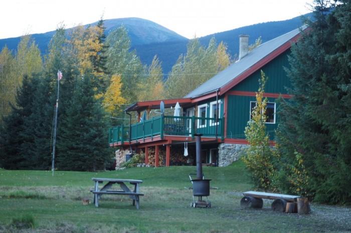 Canada 240 - Scarecrow Farm B&B