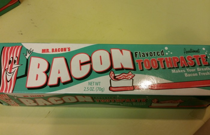 Canada 346 - For the TDA guys ... bacon flavoured toothpaste ... !