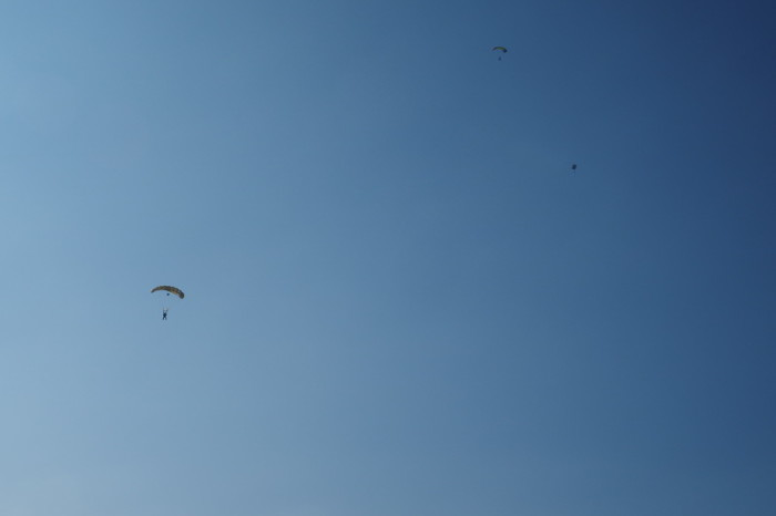 OLYMPUS DIGITAL CAMERA - Sky divers on the road to Tecate