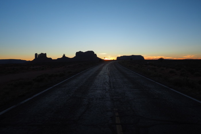 USA Road Trip - Sunset over Monument Valley