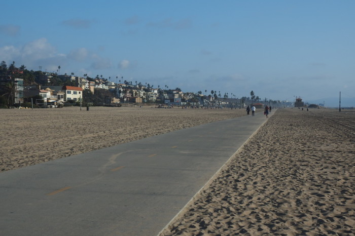 OLYMPUS DIGITAL CAMERA - The fabulous bike path through the beach in LA