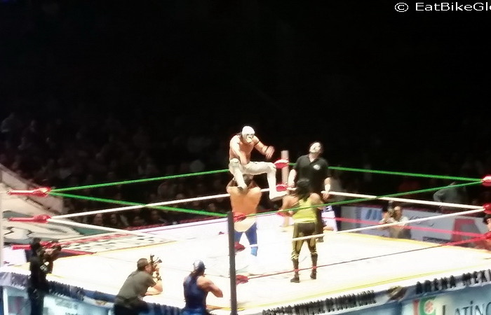 Mexico City 4 - Amazing acrobatics at the Lucha Libre!