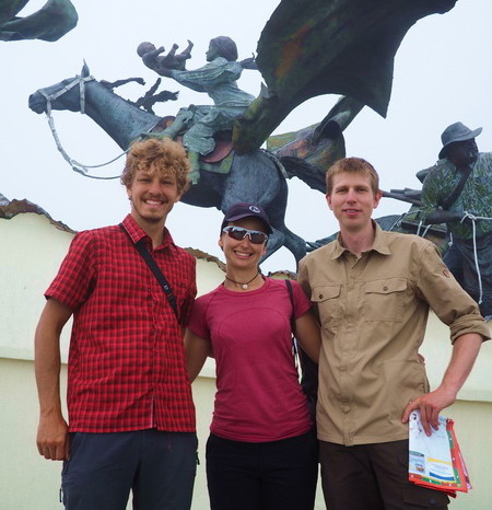 Colombia - Andre, Jo and Tobi and the Monumento a los Colonizadores