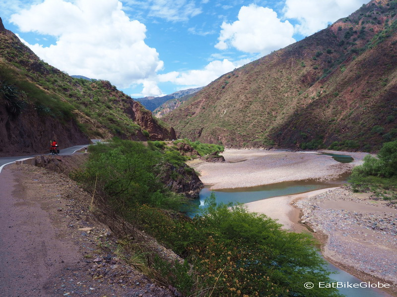 The stunning green river on the way to Huanta