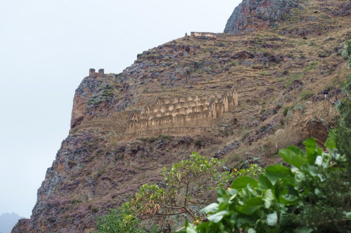 Peru - Pinkuylluna, Inca storehouses near Ollantaytambo