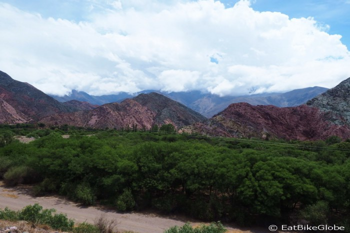 Argentina - Views on the way to Jujuy ... slowly changing from desert to jungle