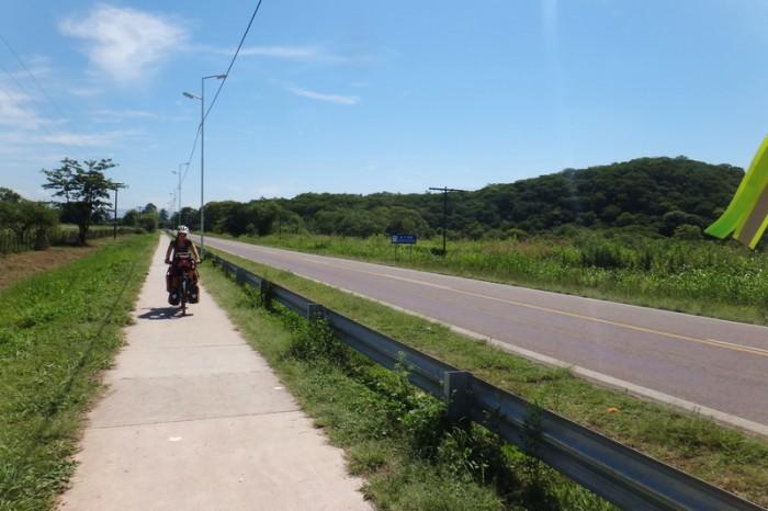 Argentina - Leaving El Carmen we found a bike path!