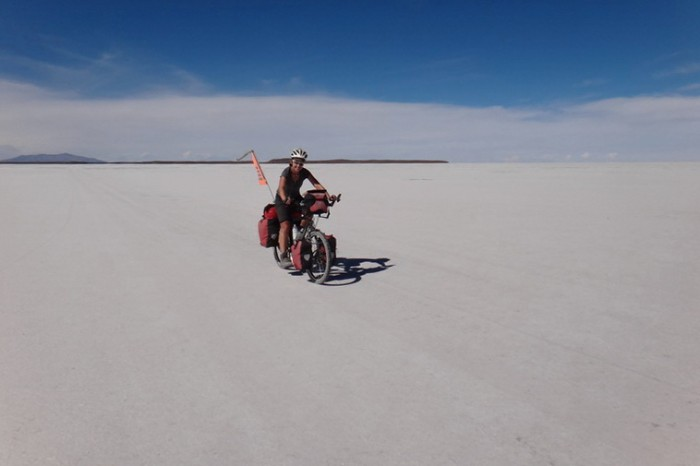 Bolivia - Weeee .... enjoying some flat cycling on Salar de Coipasa!