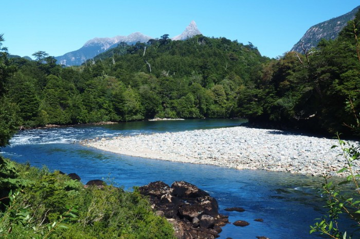 Chile - Mountains, greenery and rivers = Carreterra Austral!
